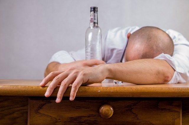 Liebeskummer-Hilfe - Finger weg vom Alkohol
